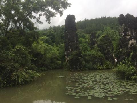 银链坠潭瀑布旅游景点图片